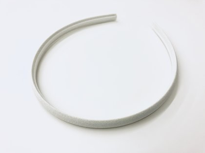 Белый ободок с атласной обшивкой